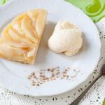 Пирог из слоёного теста с грушами
